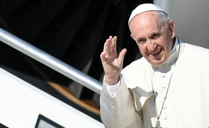 """Papa Francisco pidió perdón a víctimas de abuso de sexual por insistir en mostrar """"pruebas"""""""