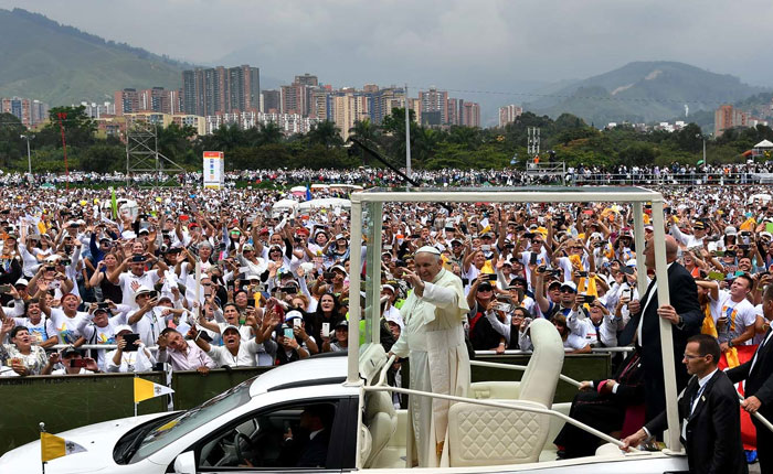 Desde Medellín, Papa Francisco hace un llamado a la iglesia a dejar comodidades