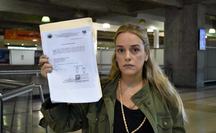 Prohiben salida del país a Lilian Tintori