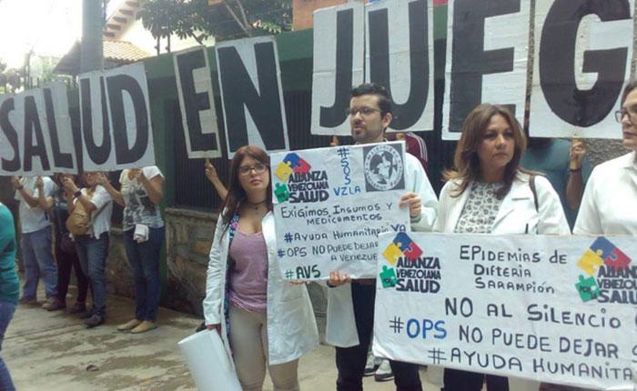 Médicos protestaron frente a la OPS por la crisis de salud