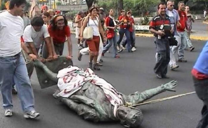 Derribo-de-Estatua-de-Colón