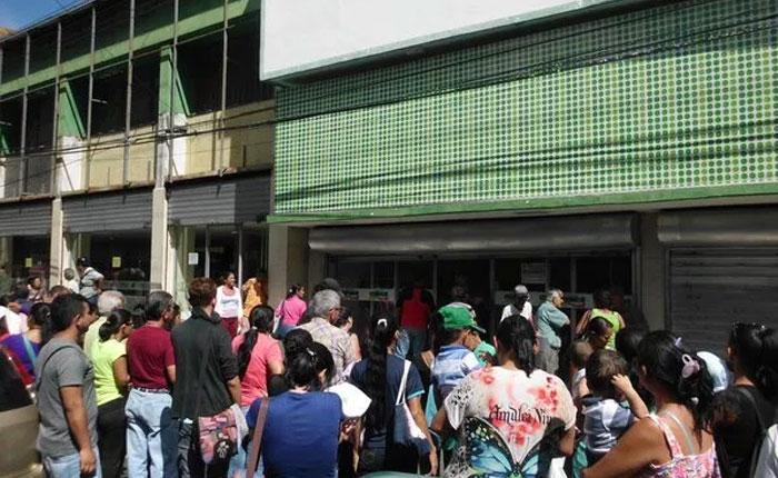 Táchira: Largas colas en abastos y supermercados de la frontera para comprar alimentos