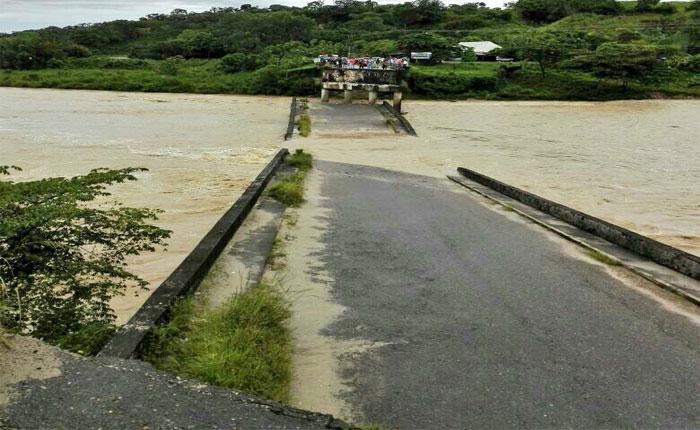 Se desplomó puente El Dorado que comunica los estados Táchira y Apure