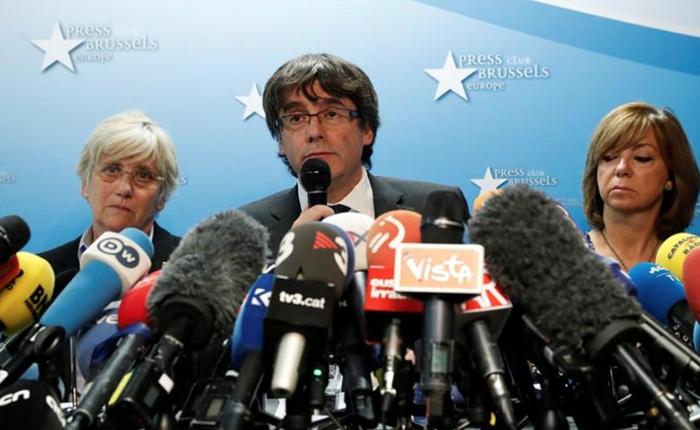 Depuesto líder catalán Puigdemont aceptó elecciones pero no se presentará ante el juez