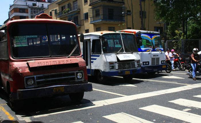 Crisis de transporte y respuestas desde lo social, por Roberto Patiño
