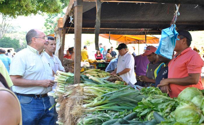 Candidato Elías Santana rechazó pretensión de imponer el carnet de la patria en los mercados municipales