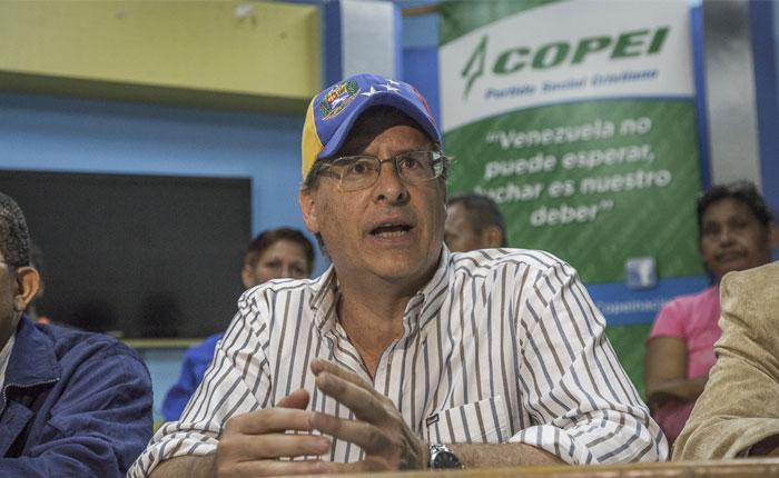 Oscar Arnal renunció a su candidatura por el municipio Libertador