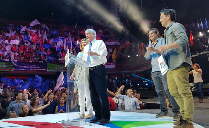 """Sebastián Piñera desea que Venezuela recupere la democracia """"lo antes posible"""""""
