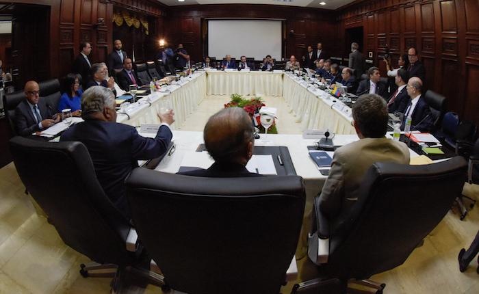 Gobierno y oposición se reunirán el 11 de enero sin mediadores