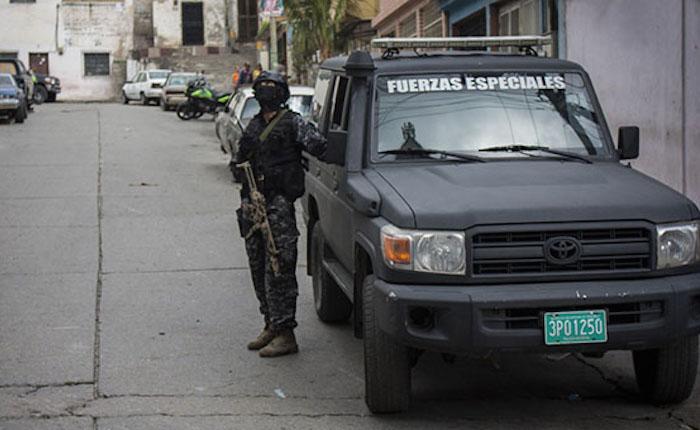 Vecinos denunciaron que las FAES irrumpieron en bloques de Ocumare del Tuy