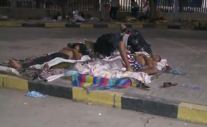 Colombia desaloja a más de 400 venezolanos que vivían en el terminal de Barranquilla
