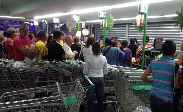 Conato-de-saqueo-Supermercado-Plazas-Terrazas-del-Avila.jpg