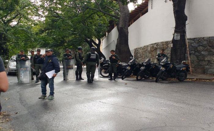 Cinco alcabalas bloquean acceso a morgue de Bello Monte #17Ene