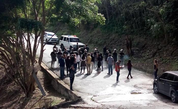 Trasladan al cementerio cadáveres de víctimas de la masacre de El Junquito sin autorización de familiares
