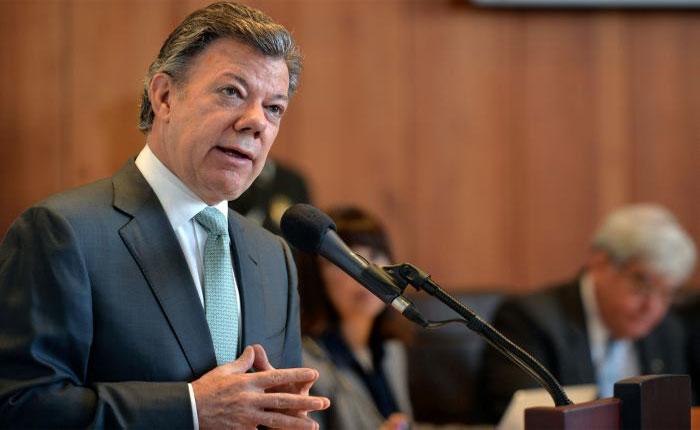 Santos pide a Maduro no usar a Colombia para tapar el fracaso de la revolución