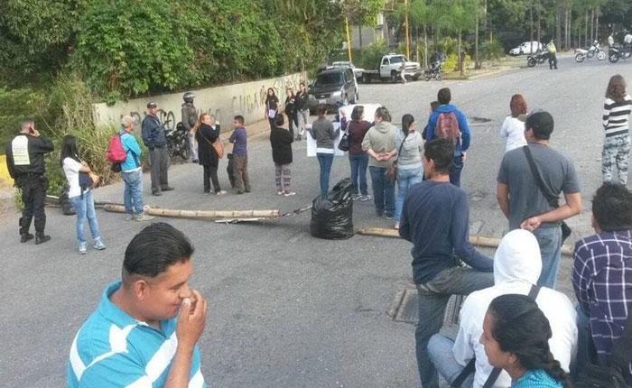 Protestaron en Los Naranjos por falta de agua