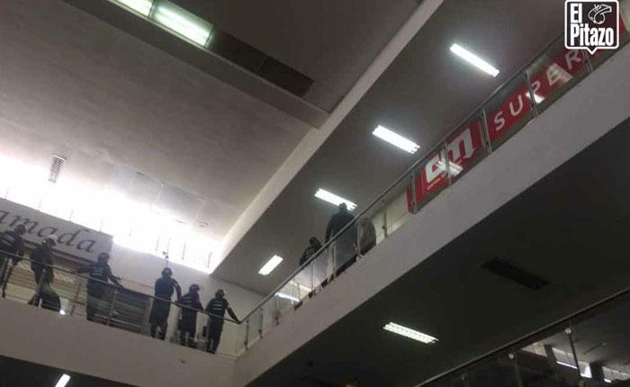 Reportaron saqueo en centro comercial Plaza Las Américas