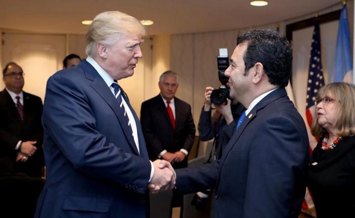 Trump y presidente de Guatemala acordaron trabajar para restaurar la democracia en Venezuela