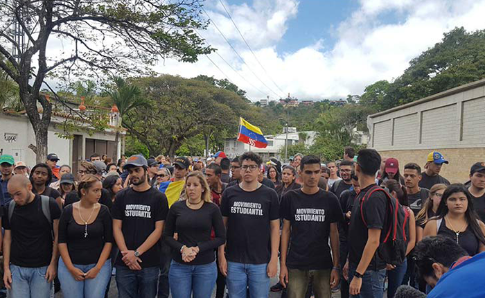 Estudiantes marcharon para recordar a víctimas de las protestas este #12F