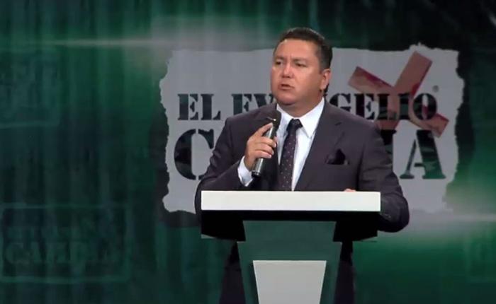 Pastor vinculado a los Panamá Papers anuncia su candidatura a la presidencia