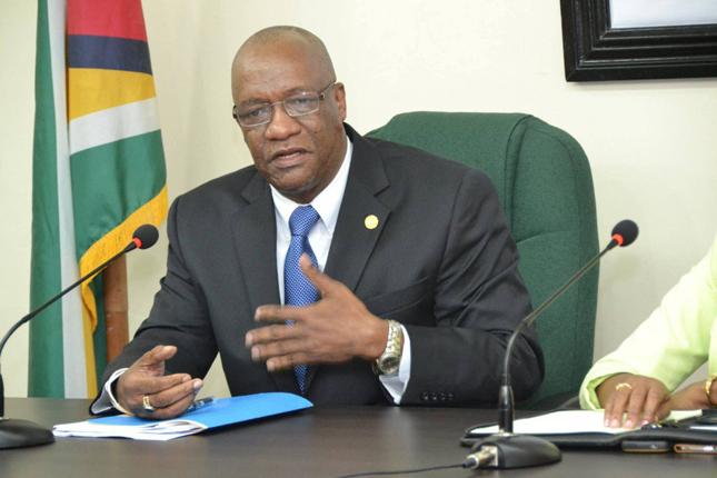 Joseph-Harmon-ministro-de-Estado-de-Guyana.jpg
