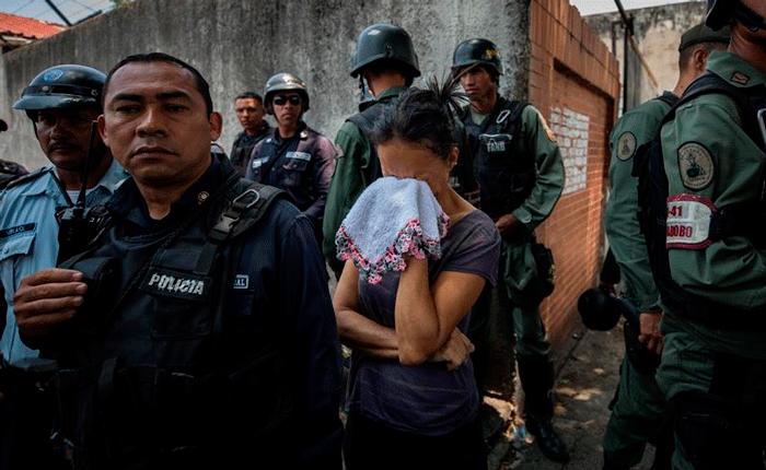 Cerca de 80 presos mueren en incendio en calabozos de Policarabobo