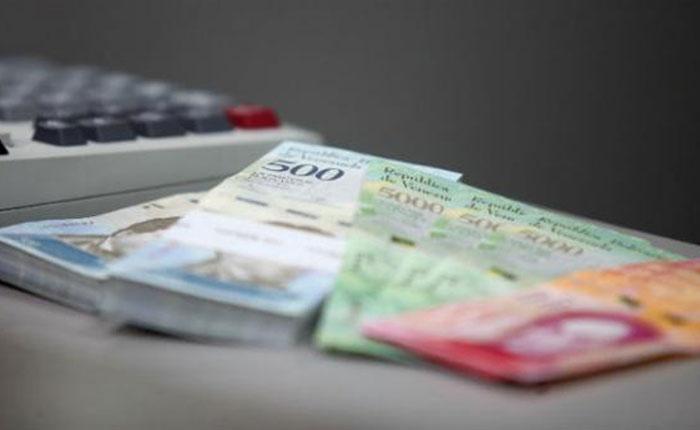 Fondo Monetario prevé inflación de casi 14.000% en Venezuela y caída del PIB en 15%