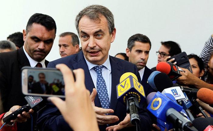 Insultos y abucheos contra José Luis Rodríguez Zapatero en centro electoral de Chacao