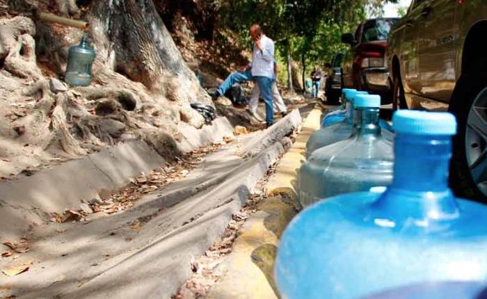 Néstor Reverol anuncia la militarización de las tomas de agua en Caracas