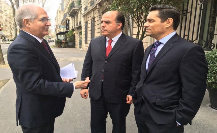 Oposición venezolana en el exilio acumula millas viajeras