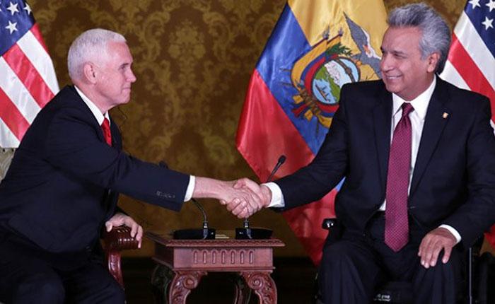 """Mike Pence exhorta a presidente de Ecuador enfrentar """"colapso de Venezuela"""""""