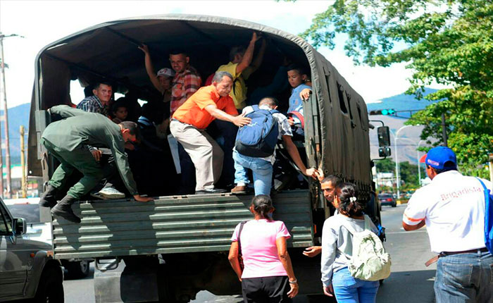 Concejal Vale: Uso de convoy como transporte público denigra al ciudadano y a la FANB