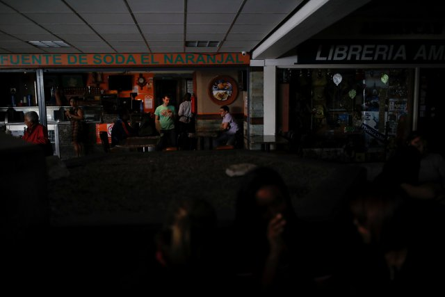 2018-07-31T154630Z_1551638459_RC120F816B00_RTRMADP_3_VENEZUELA-POWER-CARACAS.jpg