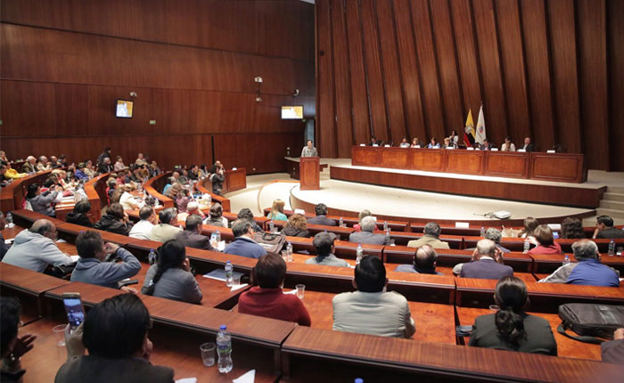 """Parlamento de Ecuador exhorta a Lenín Moreno a calificar como """"crisis humanitaria"""" en Venezuela"""
