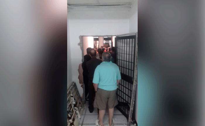 Familiares de presos políticos amotinados en el Sebin temen represalias