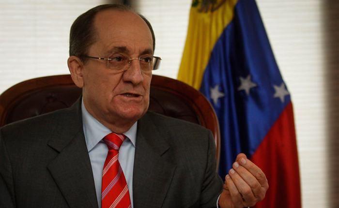 """Iván Rincón dimite como embajador en Colombia por """"hostigamiento del uribismo"""""""