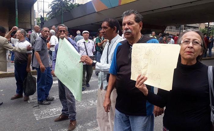Se registran varias protestas en Caracas por cobro de pensiones, fallas en servicios públicos y bajos salarios
