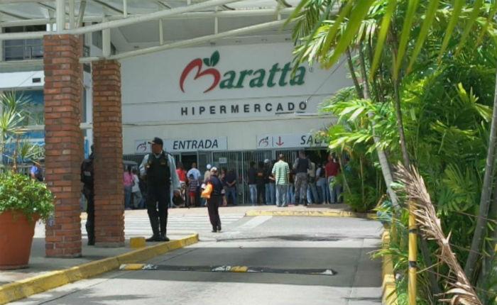Diez gerentes de automercados y 15 dueños de comercios han sido detenidos luego de las medidas de Maduro