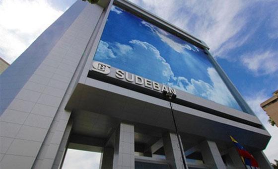 A partir del 1º de noviembre clientes deben notificar a los bancos sus salidas del país