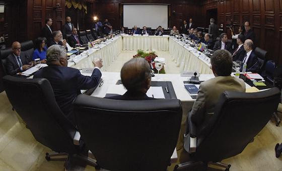 AP: Un estadounidense experto en mediación busca impulsar el diálogo en Venezuela