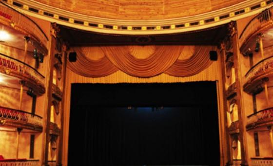 teatro-municipal-de-caracas.jpg