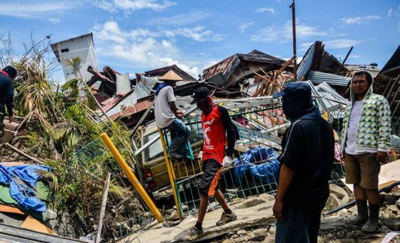 1.948 muertos y 5.000 desaparecidos por sismo y tsunami en Indonesia