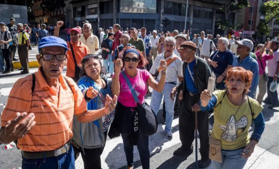 """Termómetro de la Calle: La falta de """"amor mayor"""" llevó a los pensionados a tomar las calles"""