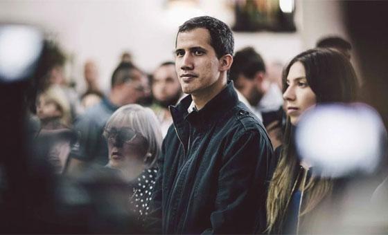 Guaidó le habla a los militares y sus familias para lograr la transición en Venezuela