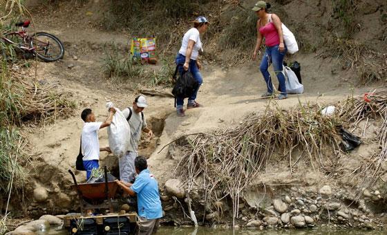 Trochas, único vínculo entre Venezuela y Colombia por cierre de frontera