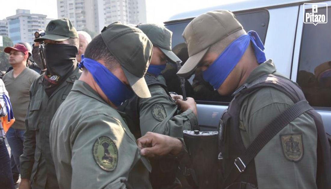 militares bandas azules