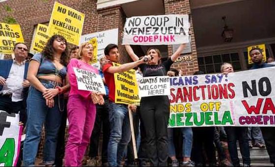 EE.UU. tilda de violación la presencia de grupo afín a Maduro en embajada