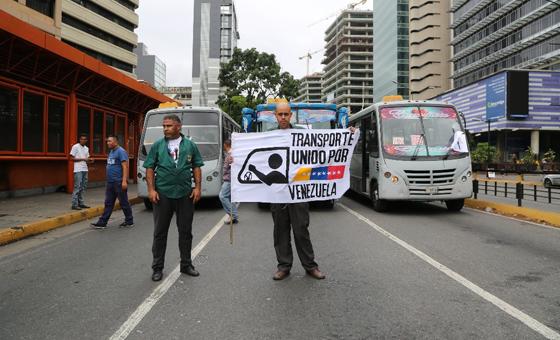 Transportistas protestaron por falta de insumos en la Av Francisco de Miranda