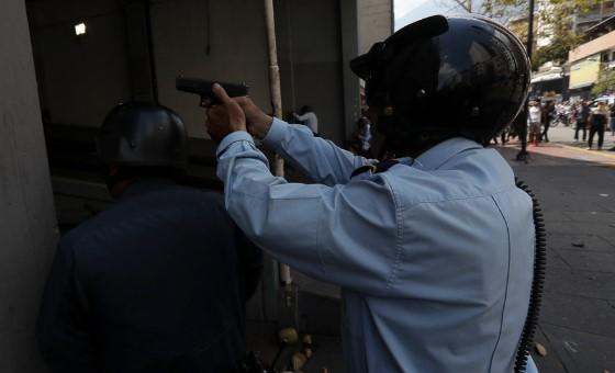 Sancionaron a policías de Miranda que enfrentaron a presuntos colectivos