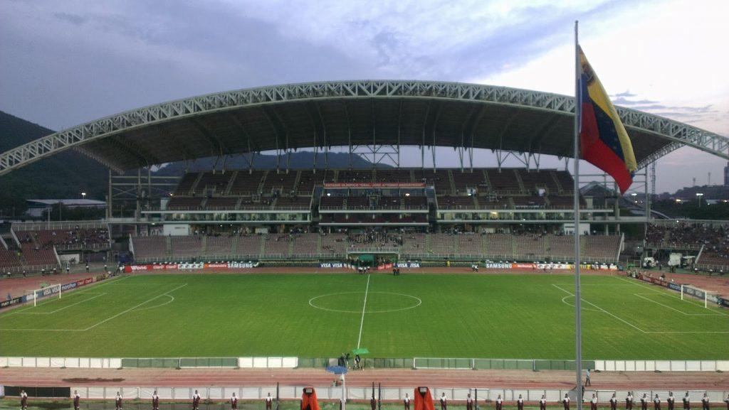 https://runrun.es/wp-content/uploads/2019/06/Foto-1-Estadio-General-José-Antonio-Anzoátegui-de-Puerto-La-Cruz-1024x577.jpg
